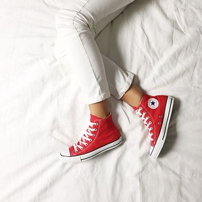 converse yeux rouge