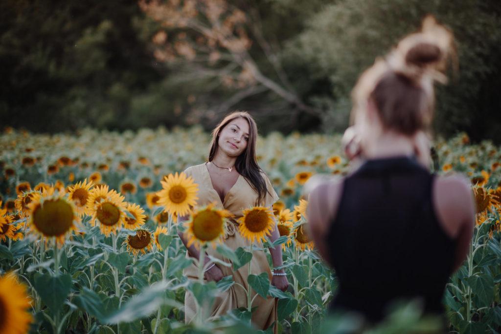 Virée entre copines dans les tournesols de Provence - Joli mois d'aout - www.lesyeuxbleus.net