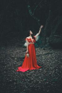 Une séance photo dans une forêt enchantée pour célébrer la magie de Noël - by Paloma Barret - www.lesyeuxbleus.net