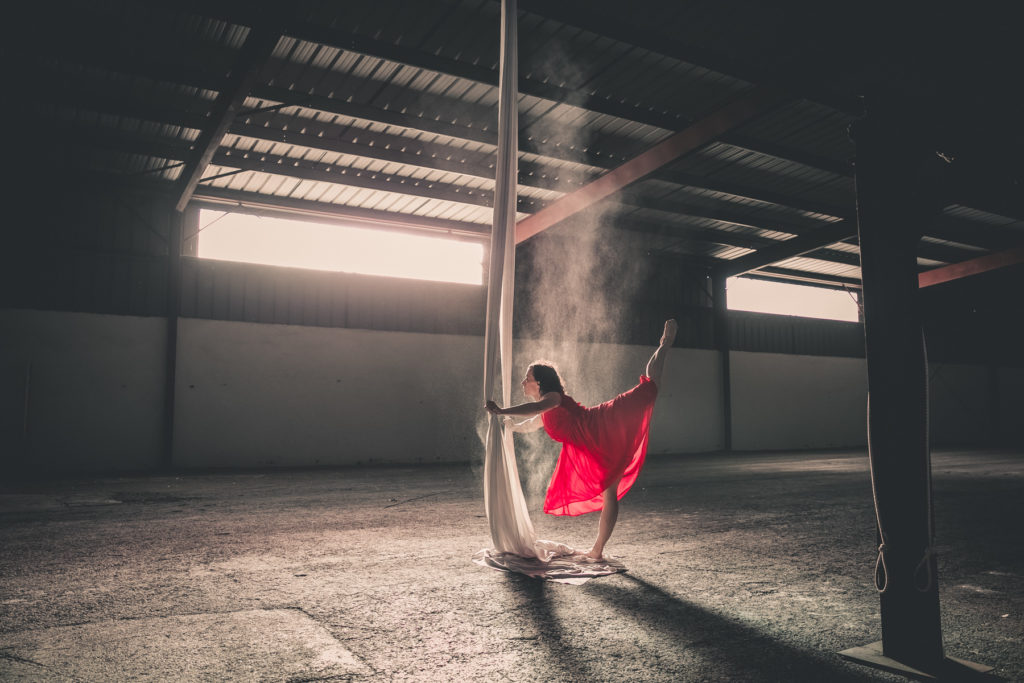 Une séance photo avec une danseuse aérienne pour ce joli mois de janvier 2019 - By Paloma Barret - www.lesyeuxbleus.net